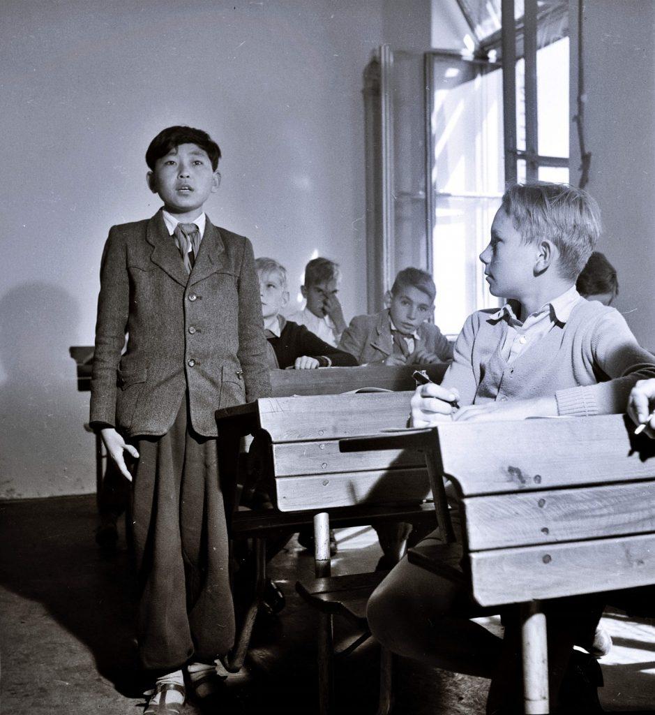 """""""KIM IL SUNG's Children"""", in proiectie la FFIR 2020. Un elev coreean este responsabil de o clasă de matematică la Școala Primară """"Diana Road"""", unde rezidenții dormitorului rezidențial """"Kim Ir Szen"""" învață alături de elevii maghiari. MTI Fotó/Magyar Fotó: Reismann Mariann"""